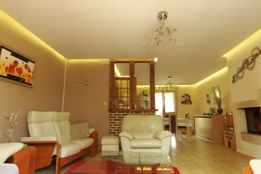 d corer chaque pi ce de la maison avec du ruban led. Black Bedroom Furniture Sets. Home Design Ideas