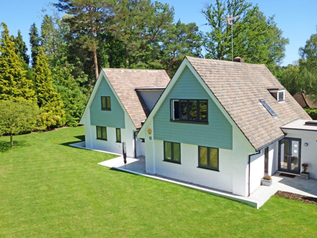 Construire Un Foyer Extérieur quel style adopter pour sa maison ?